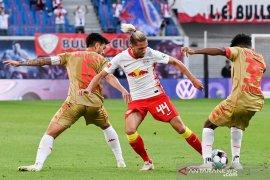 Liga Jerman: Skuad Mainz kembali berlatih setelah mogok untuk solidaritas Szalai