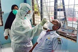 Ratusan ASN di Aceh Barat mulai jalani tes swab cegah infeksi virus Corona