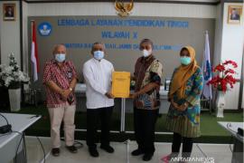 LLDIKTI Wilayah X serahkan SK pendirian program studi STIKES Baiturrahim Jambi