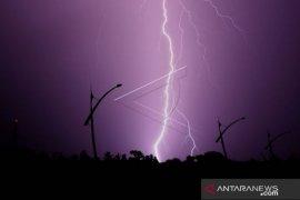 BMKG: Waspadai potensi hujan disertai petir pada sore hingga malam hari di Jakarta
