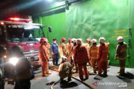 Api lalap kawasan pergudangan Cengkareng, 15 unit Damkar padamkan