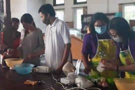 Diskerpus Badung latih buat kue kering untuk warga terdampak COVID-19