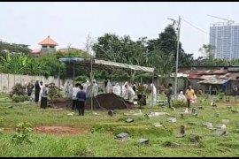 Istri mantan Wali Kota Jakbar dimakamkan di samping pusara anak