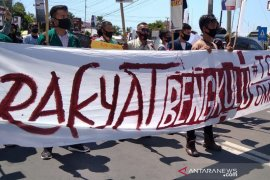 Massa aksi demo tolak Omnibus Law di Bengkulu dibubarkan paksa