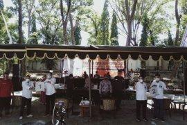 KPU Surabaya tetapkan paslon Eri-Armuji nomor urut 1 dan Machfud-Mujiaman nomor 2