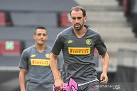 Diego Godin telah bergabung dengan Gagliari