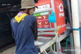 PMI Kota Sukabumi bangun tempat cuci tangan di lokasi banjir bandang