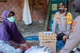 Polres Aceh Tengah sosialisasi cegah COVID-19 sembari bagi-bagi sembako