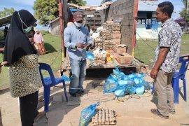 Ratusan warga dipesisir Aceh Timur serbu pasar murah