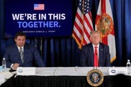 Gubernur Florida hapus pembatasan COVID-19 untuk restoran, bar