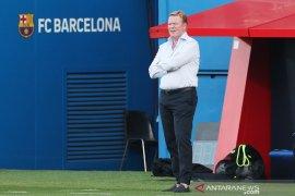 Pelatih Barcelona Ronald Koeman ogah disalahkan atas kepergian Luis Suarez dari Barca