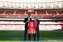 Pindah dari Barcelona, Luis Suarez teken kontrak dua tahun dengan Atletico Madrid