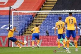 Penalti Richarlison lanjutkan  tren kemenangan Everton