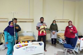 Relawan MBK gandeng Smail Train Indonesia mengggelar operasi bibir sumbing