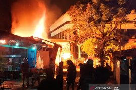 Didahului suara ledakan, satu bangunan di Pematangsiantar terbakar