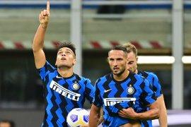 Drama tujuh gol terjadi saat Inter  tundukkan Fiorentina 4-3