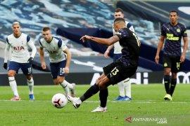 Pinalti menit terakhir paksa Tottenham berbagi satu poin dengan Newcastle