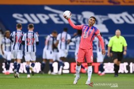 Lampard tak mau salahkan Thiago Silva atas blunder saat lawan West Brom