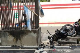 Pria pengemudi bebek tewas setelah tabrak tiang monorel
