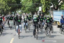 Gubernur Khofifah kampanye gerakan bermasker sambil gowes di Lumajang
