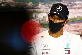 Lewis Hamilton tuduh pengawas balapan halangi ia menang di GP Rusia