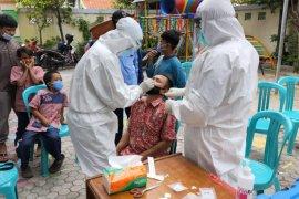 Pemkot Surabaya lakukan pemeriksaan COVID-19 di pesantren-pesantren