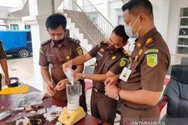 Kejari Nagan Raya musnahkan 16,7 Kg ganja dan 292,9 gram sabu