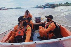 Tim SAR gabungan cari korban tenggelam di Sungai Kapuas