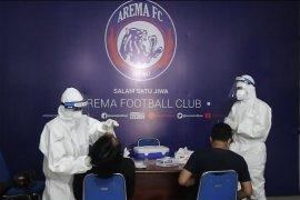 Pemain dan ofisial Arema FC jalani swab test usap jelang Liga 1