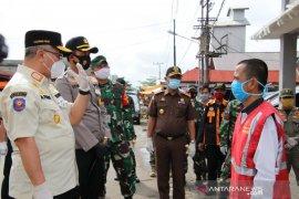Disiplinkan protokol kesehatan, Forkopimda HSS bagikan masker gratis