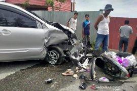 Dua mobil satu sepeda motor terlibat kecelakaan hebat di Aceh Barat, sejumlah warga luka-luka