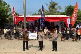 Korlantas bagikan 1.000 paket sembako ke ojek pangkalan Stasiun Cibinong