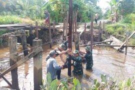Gotong-royong adalah kunci sukses kegiatan TNI Manunggal Membangun Desa