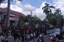 Polresta Denpasar bubarkan demo tuntut bebaskan Jerinx