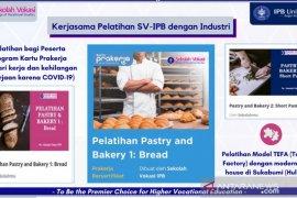 Sekolah Vokasi IPB University gelar pelatihan pastry bagi peserta Kartu Prakerja