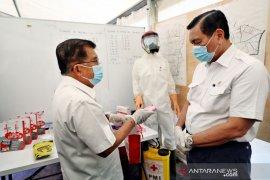 Luhut dan Jusuf Kalla tinjau Gudang Darurat PMI untuk penanganan COVID-19