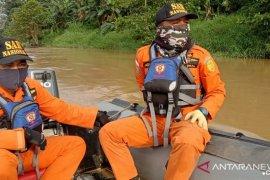 Setelah tujuh hari susuri 42 KM Sungai Batanghari ,  Basarnas hentikan pencarian bocah yang terseret arus