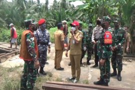 Asisten Latihan Kepala Staf Angkatan Darat tinjau pelaksanaan TMMD di Pulau Hanaut