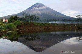 Hari pertama pembukaan pendakian  Gunung Semeru minim peminat