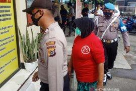 Polisi tangkap IRT penipu berkedok dukun penglaris