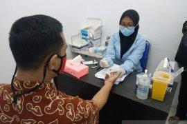 Seluruh Karyawan LKBN Antara Biro Banten jalani rapid tes