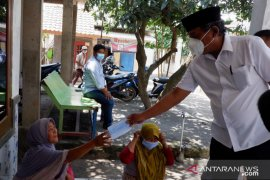 Kampanye protokol kesehatan, Cawabup Pandji bagikan masker