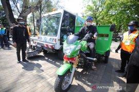 872 penyapu jalan di Kota Bandung resmi jadi pegawai Dinas LHK