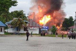 Massa bakar Kompleks Kantor Bupati Keerom Papua