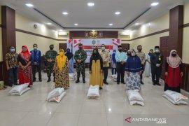 Pemkot Padangsidimpuan berikan bantuan sosial kepada masyarakat