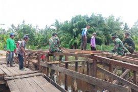 Kades berterima kasih TMMD bangun dua Jembatan di Desa Bapinang Hilir