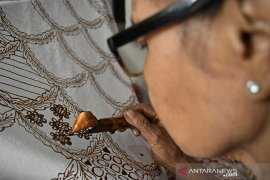 Begini cara membedakan batik asli dengan tekstil bercorak batik