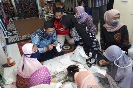Penjualan produk batik di Kediri masih lancar saat pandemi COVID-19