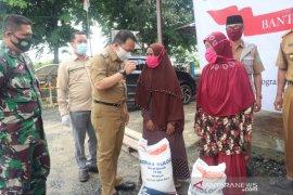 Bupati Tanah Bumbu salurkan beras program bansos dari Kemenkes