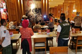 Pelaku usaha kuliner dilarang layani makan di tempat